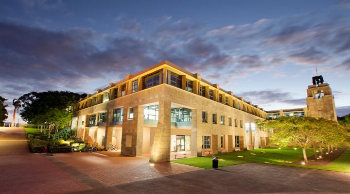 Study Tour:Bond Business School